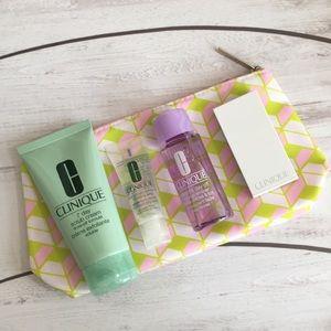 🍂 NWOT - Clinique Cosmetics + Bag. 🍂